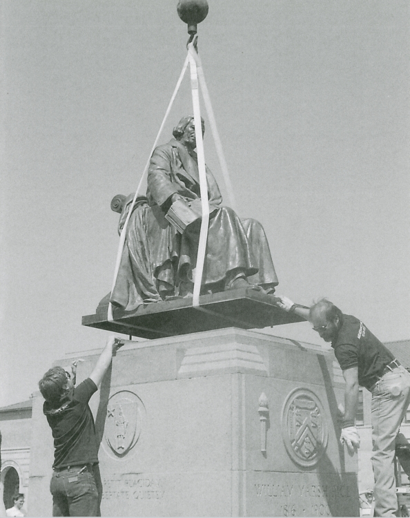 Turning the statue of Willy back into place, 1988