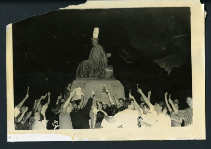 Students gathered around the statue of William Marsh Rice, ca. 1992